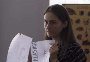 Voditeljica Martina Domladovac s predloženim rješenjem naslovnice.