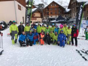 Stručni tim budno je pazio na mlade skijaše.