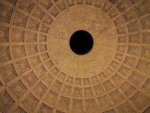 Panteon ili hram svih bogova poznat je po svojoj kupoli - najvećoj kupoli na svijetu izgrađenoj bez potpore.