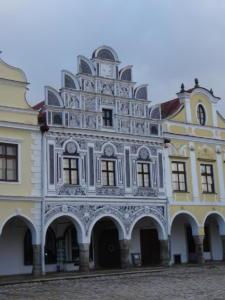 Pročelja zgrada uz glavni gradski trg.